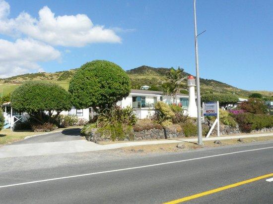 Opononi Lighthouse Motel :                   Motel frontage