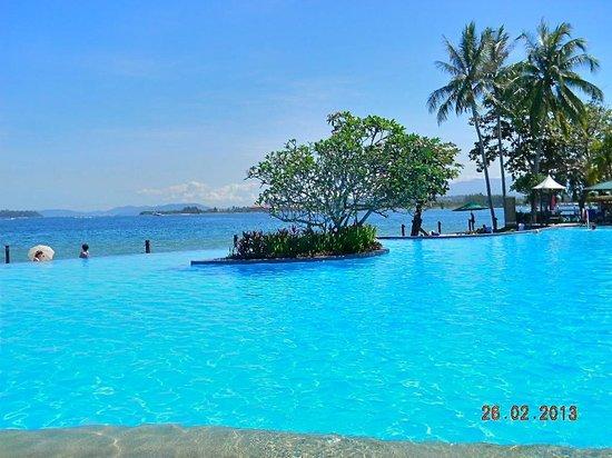 Shangri-La's Tanjung Aru Resort & Spa: piscina