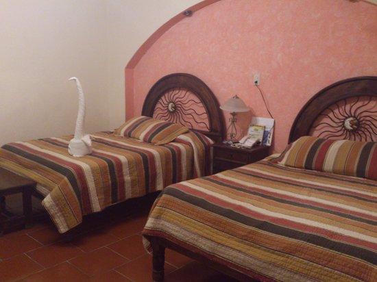 Hotel Jovel:                   habitación 2 camas matrimoniales