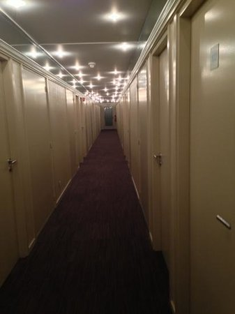 Gosset Hotel :                   corridoio