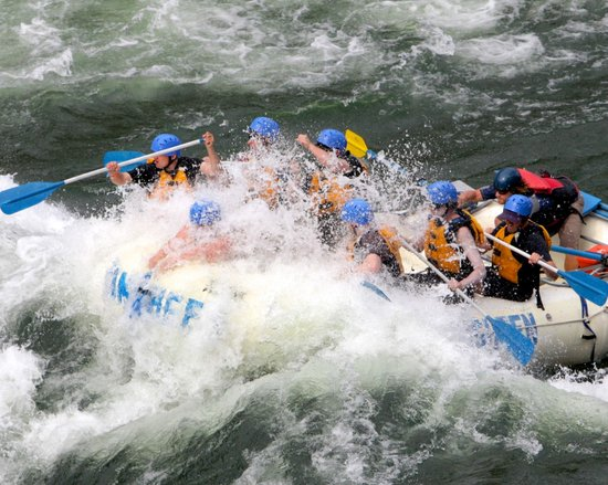 Kumsheen Rafting Resort - Day Trips: Paddle-raft the Devil's Gorge!