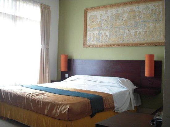 Fourteen Roses Hotel:                   エコノミールームのベッド
