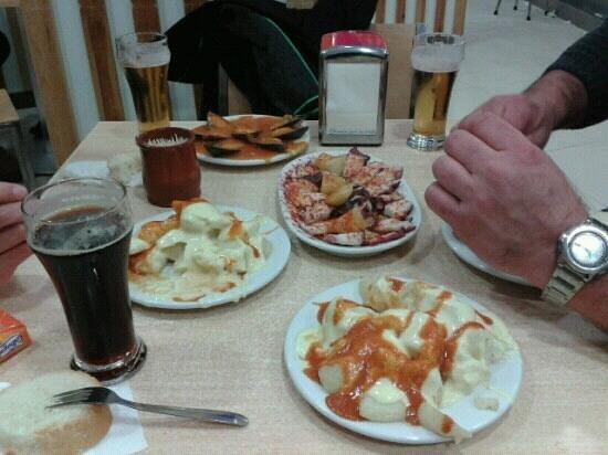 Palencia, España: mejillones a la escocesa,patatas bravas y pulpo