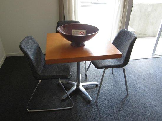 Punthill Little Bourke: Dining table