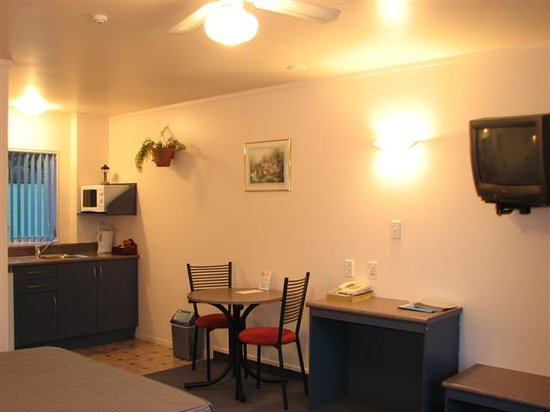 Avenue Heights Motel: Studio Unit