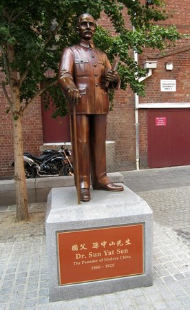 Punthill Little Bourke: Statue of Dr Sun Yat Sen in Cohen Place