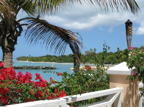 Coco Reef Resort & Spa Tobago:                   View of lagoon and sea from seating area