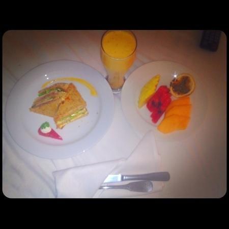 Zoetry Agua Punta Cana:                   desayunando en la habitación