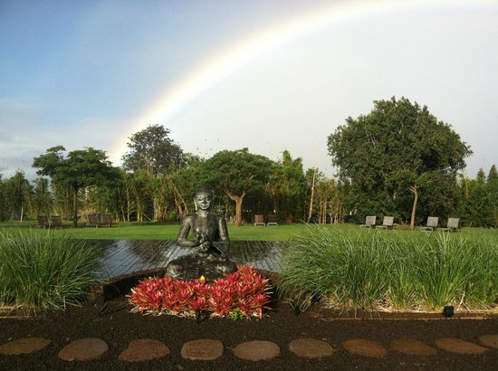 Lumeria Maui Retreat:                   Peaceful sanctuary and courtyard