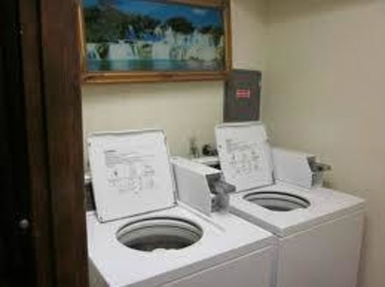 Americas Best Value Inn Stockton East/Hwy 99: Guest Laundry