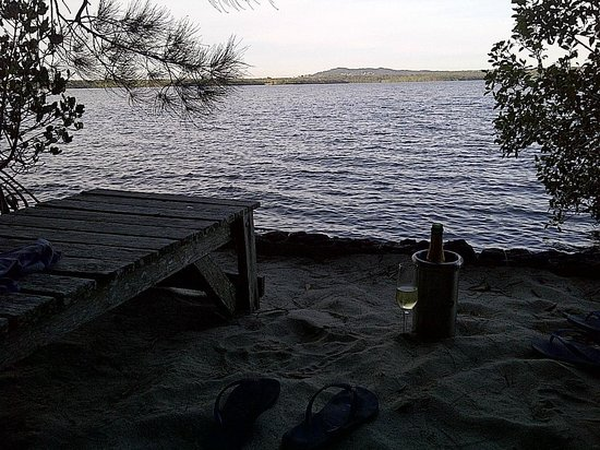 Eumarella Shores Noosa Lake Retreat: Sunset wine at our private lakeside spot