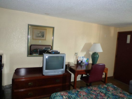 Knights Inn Martinsburg: Smoking-2 Double beds