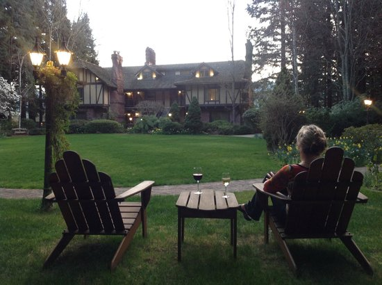 Harvest Inn by Charlie Palmer: looking from one of the chairs around the lawn toward our suite (top 2 floors to the right)