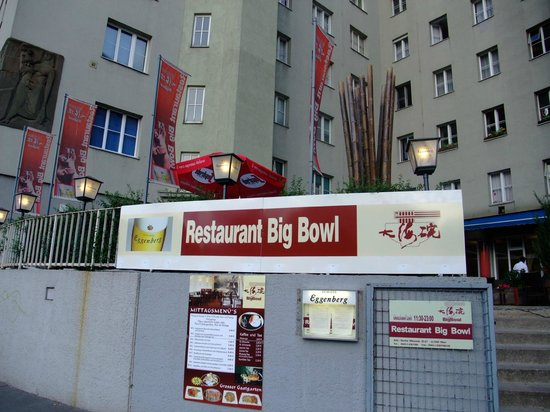 Restaurant Big Bowl: outside the restaurant