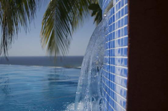Hotel Vista de Olas:                   Infinity pool