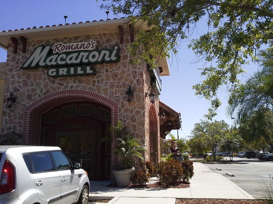 Romano's Macaroni Grill:                                     Entrance to Macaroni Grill Fort Myers