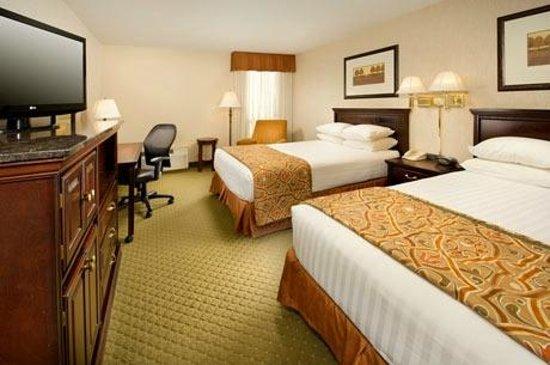 Drury Inn & Suites Westport-St. Louis: Deluxe Room