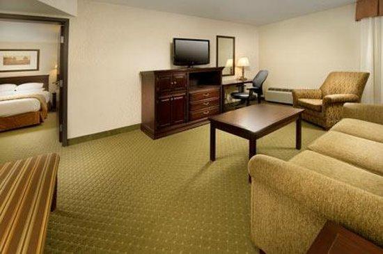 Drury Inn & Suites Westport-St. Louis: Suite