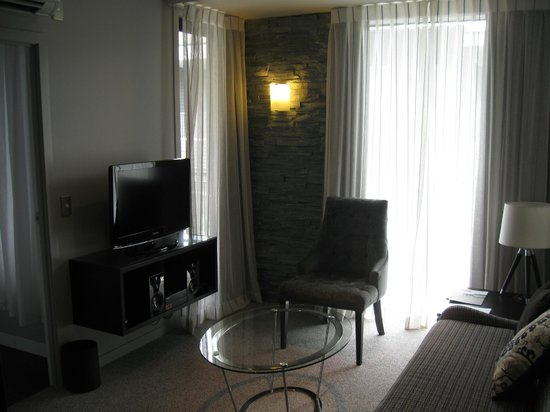 DoubleTree by Hilton Hotel Queenstown:                   Living area