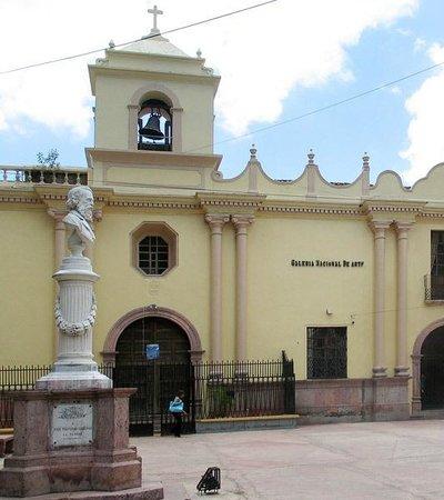 Iglesia de la Merced:                   Iglesia la merced en la plaza la merced