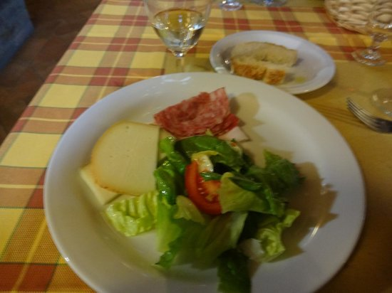 Fattoria Poggio Alloro: Salad, cheese, & cured meats