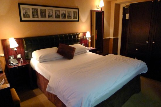 Paramount Hotel Temple Bar:                   Room 301 bed