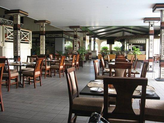 Fiji Gateway Hotel:                                     Dining Area
