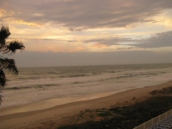 Coral Sands Inn & Seaside Cottages Ormond Beach:                                     at sunrise