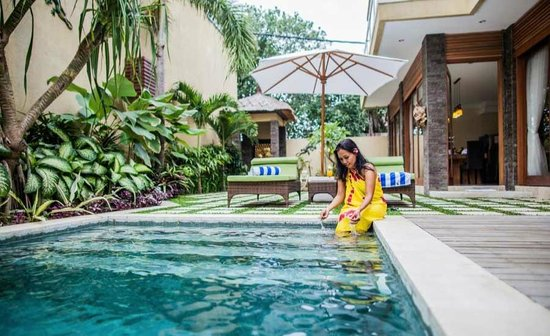 O Villas : Relaxing by the Private Pool