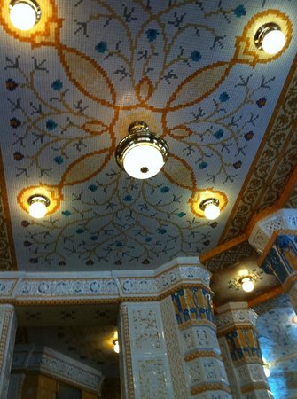 Art Deco Hotel Imperial:                   The dining room tiled ceiling