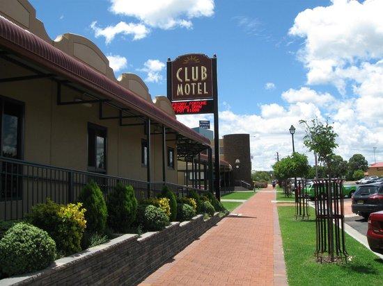 Club Motel:                   Footpath outside