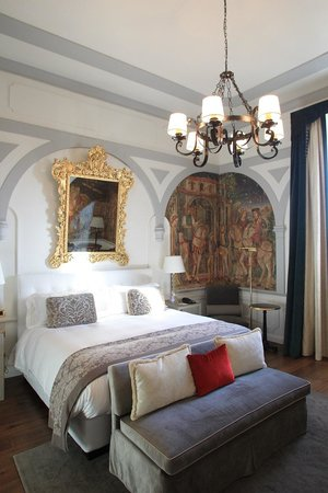 The St. Regis Florence:                                     Bedroom