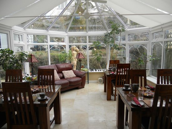 Sea-Breeze Lodge:                   Beautiful sunroom where they service a great breakfast.