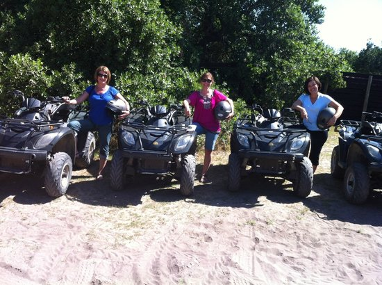 MOSAIC Lagoon Lodge :                   Going 4 wheeling!