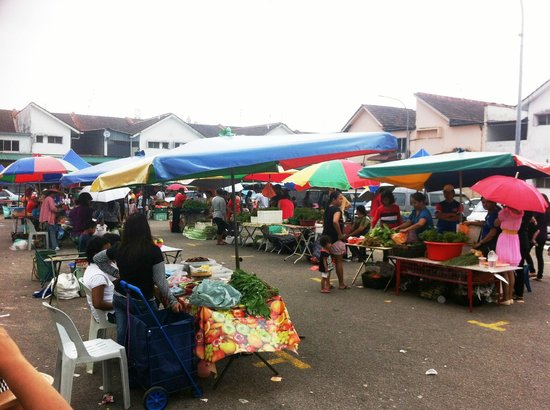 Masai, Malaysia: Every Wednesday, Saturday & Sunday's - Pasar Tamu Sarawak, come get your fresh vegetables here