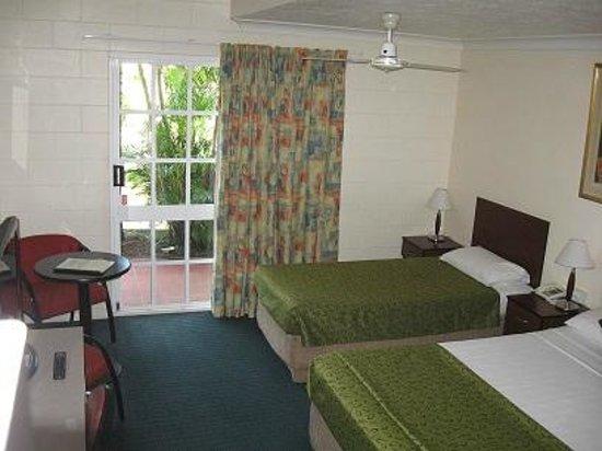 Monte Carlo Motor Inn: Motel Room