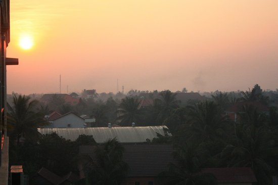 Angkor River Guesthouse: Sunrise from rooftop