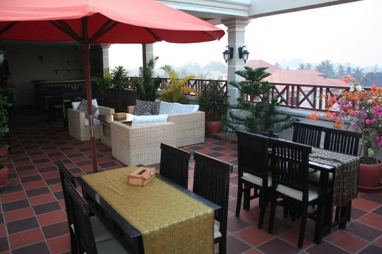 Angkor River Guesthouse: Breakfast on rooftop