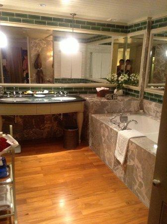 Mandarin Oriental, Bangkok:                   Main bathroom