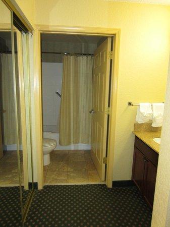 Residence Inn Joplin:                   Clean bathroom