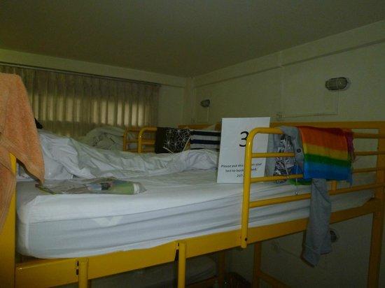 At Hua Lamphong Hostel: Upper bunk bed