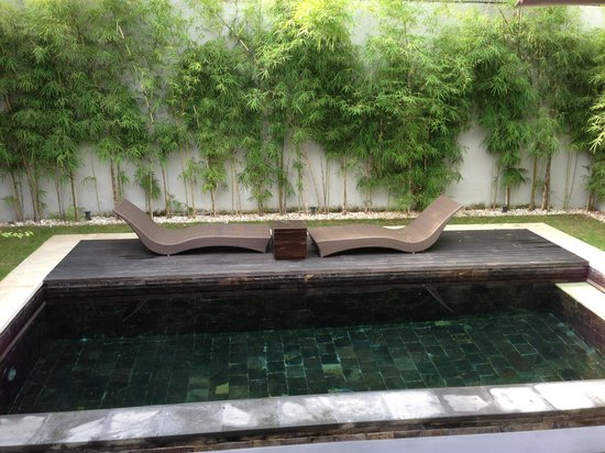 eqUILIBRIA SEMINYAK :                   Lovely pool