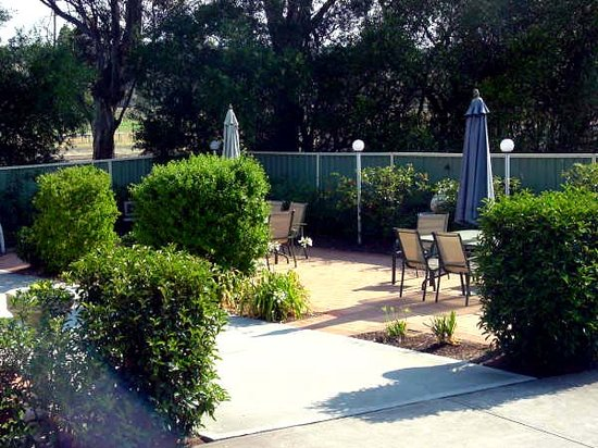 Branxton House Motel: BBQ area