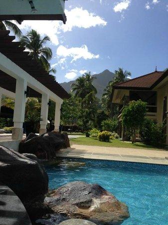 Sheridan Beach Resort and Spa:                   вид с бара в бассейне