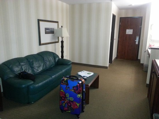 Phoenix Inn Suites :                                     sitting area