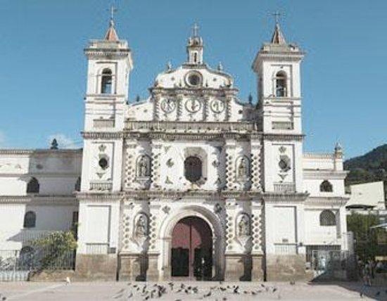 Palacio Legislativo:                                     Iglesia Los Dolores