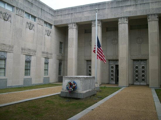 Mississippi War Memorial Building:                   inner courtyard of the memorial