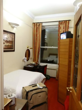 Roxford Lodge Hotel:                   room no.124
