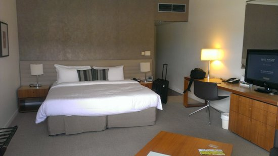 Shangri-La Hotel, The Marina, Cairns: The room