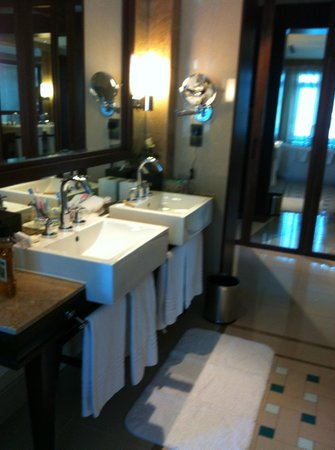 The Palace Downtown Dubai:                   Ensuite